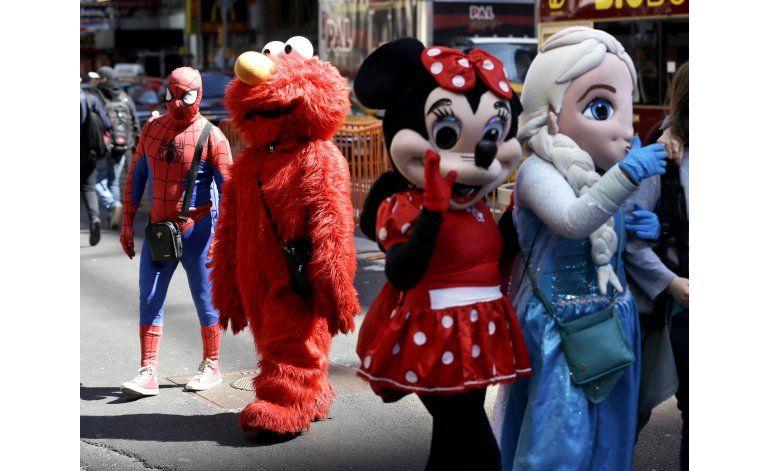 NY: los personajes de Times Square deberán comportarse