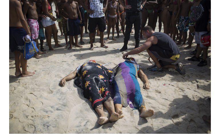Mueren dos personas en derrumbe de ciclovía elevada en Río
