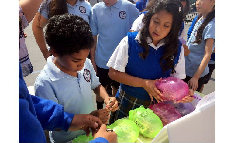 Los Angeles: Estudiantes recaudan fondos para Ecuador