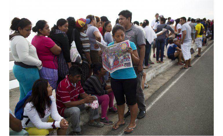 Ecuador: Rescatan a 3 personas 120 horas después del sismo
