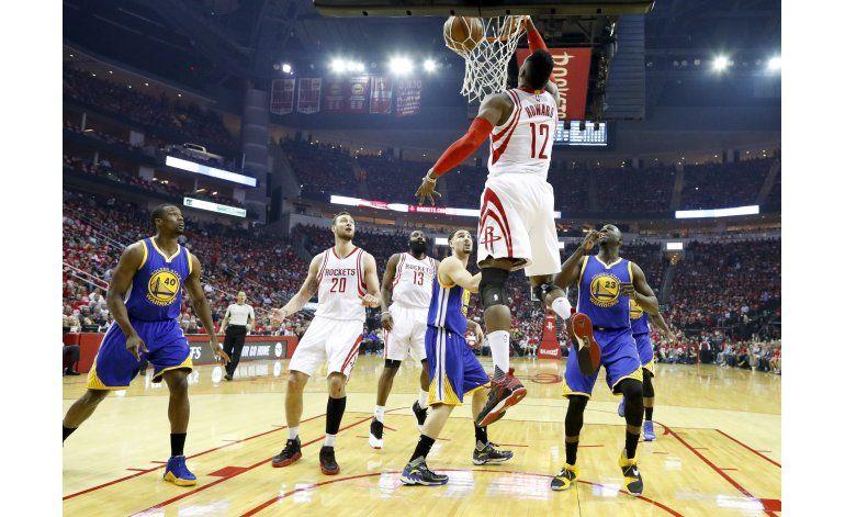 Rockets ganan a Warriors con canasta tardía de Harden