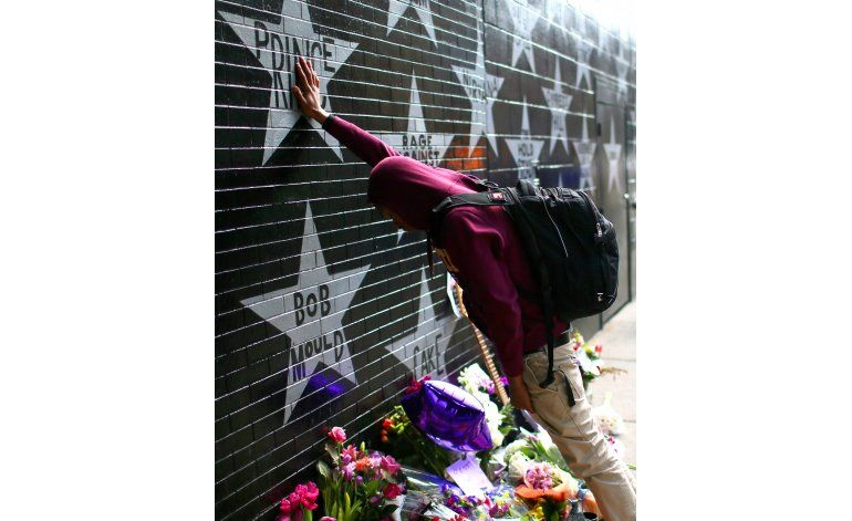 Minneapolis despide a Prince con enorme fiesta callejera