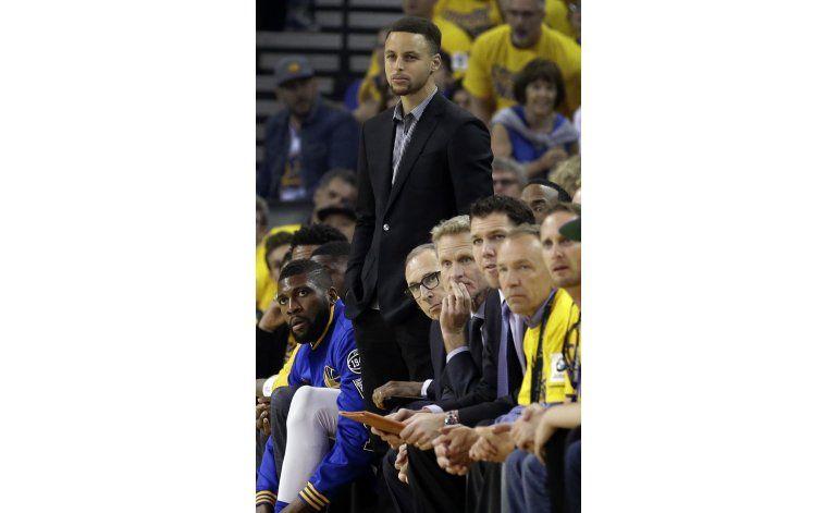 Curry afirma que debe volver para el cuarto partido