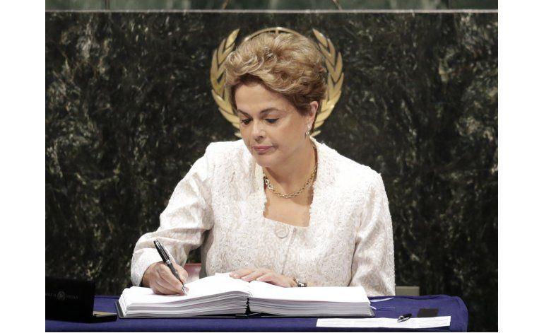 Rousseff combatirá juicio político en su contra