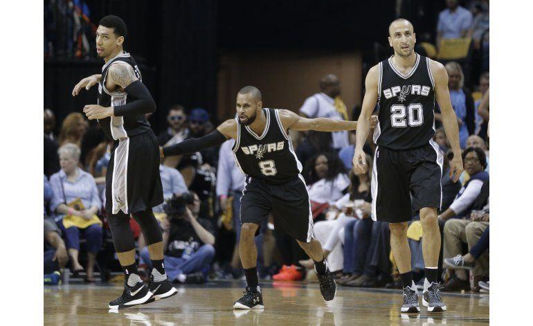 Spurs toma ventaja de 3-0 en la serie sobre Memphis