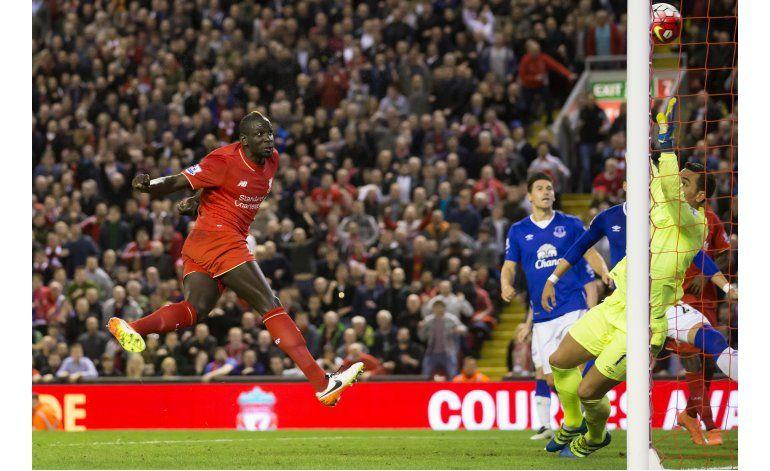 UEFA investiga a Sakho, de Liverpool, por dopaje