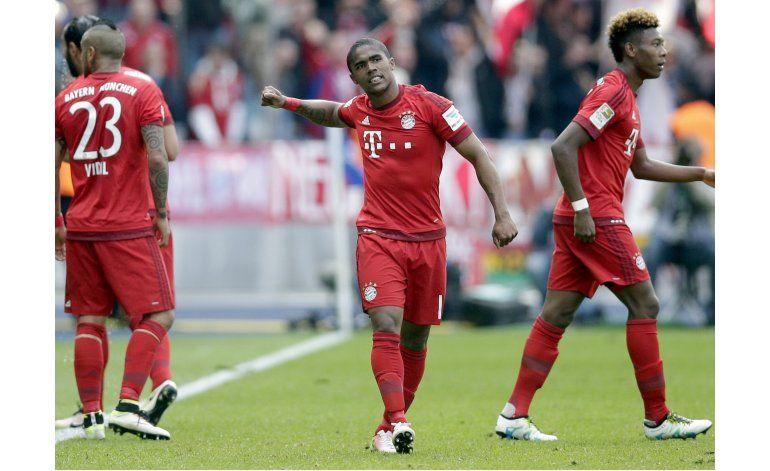 Bayern y Dortmund ganan, y Bundesliga todavía no se define