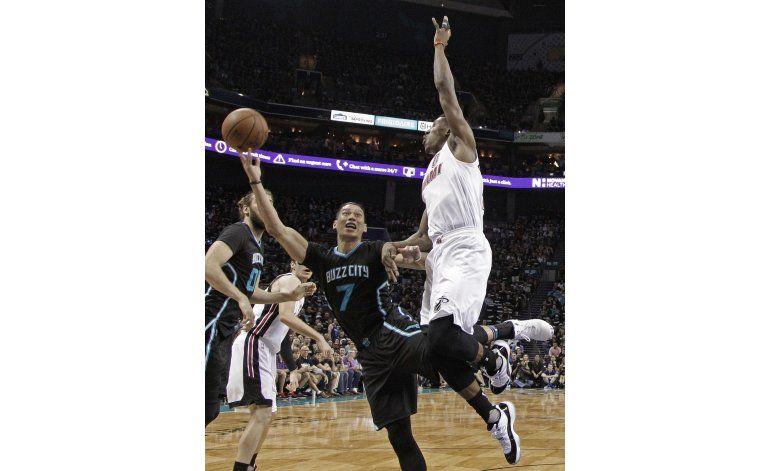 Tras 14 años de espera, Hornets ganan un partido de playoffs