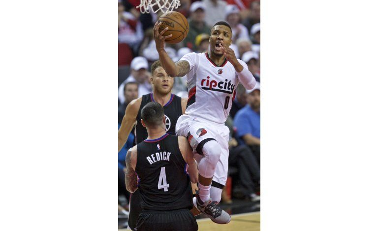 Lillard anota 32 y Portland revive ante los Clippers