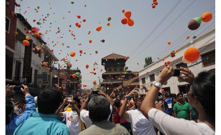 Nepal recuerda un año del sismo que dejó casi 9.000 muertos