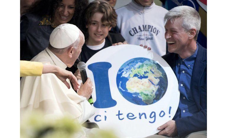 Francisco visita parque en Roma por el Día de la Tierra