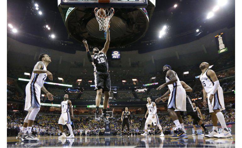 Spurs completa la barrida al aplastar 116-95 a Grizzlies