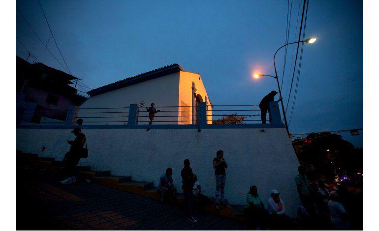 Venezuela comienza a aplicar plan de racionamiento eléctrico