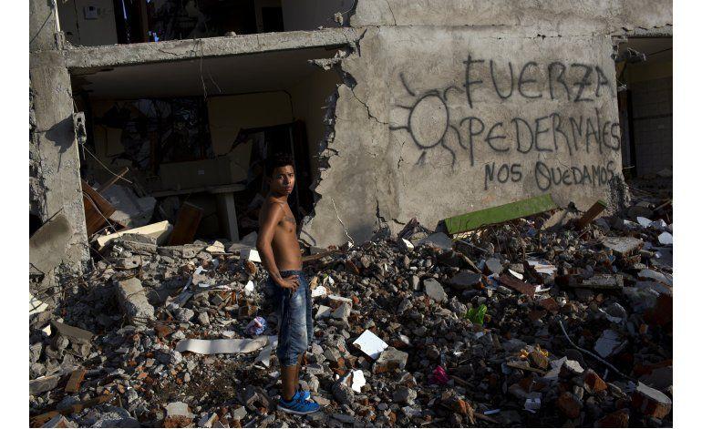Correa denuncia malas construcciones en caso terremoto
