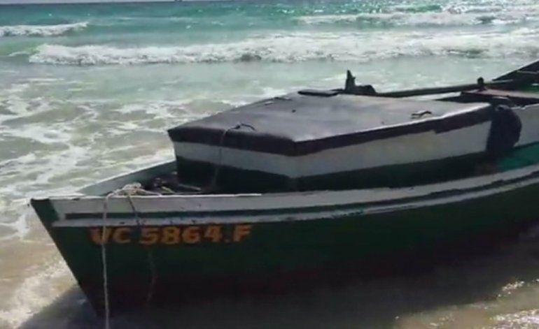 Grupo de balseros desembarca por uno de los puntos más turísticos de Miami Beach