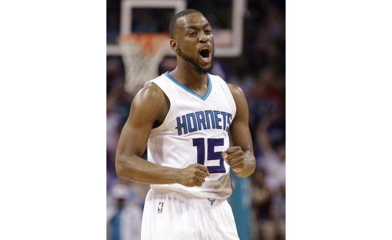 Hornets superan al Heat y empatan la serie de playoffs