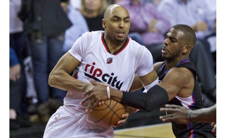 Paul se rompe un hueso de la mano, Blazers ganan a Clippers