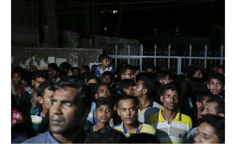Bangladesh promete justicia por asesinato de activista gay