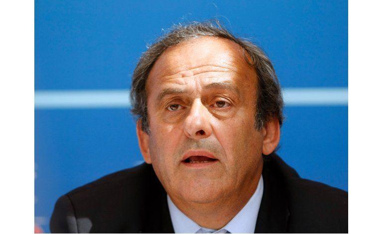 Platini espera la presencia de Blatter como testigo
