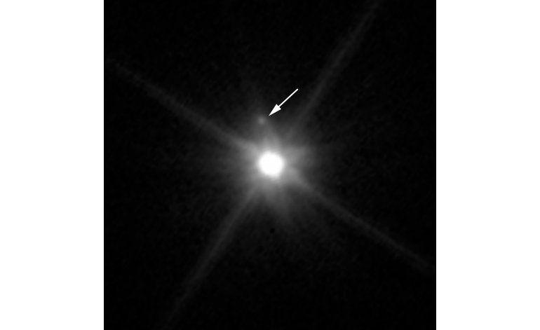 Telescopio Hubble detecta pequeña luna en planeta enano
