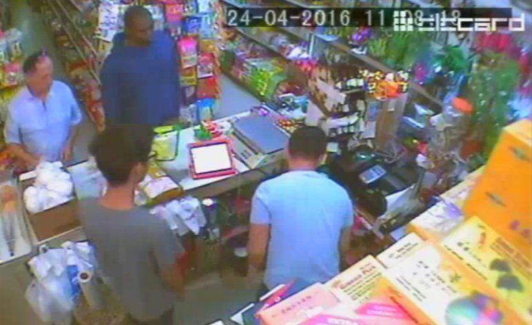 Asalto en mercado oriental de Hialeah queda captado en video