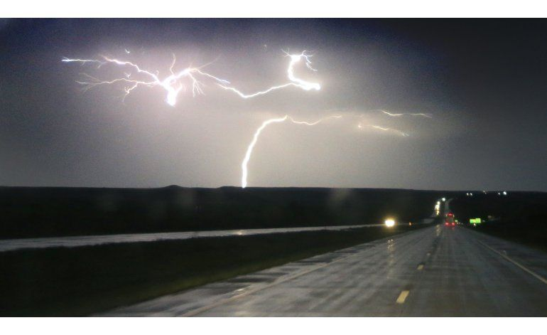 Tormentas amenazan centro y sur de EEUU