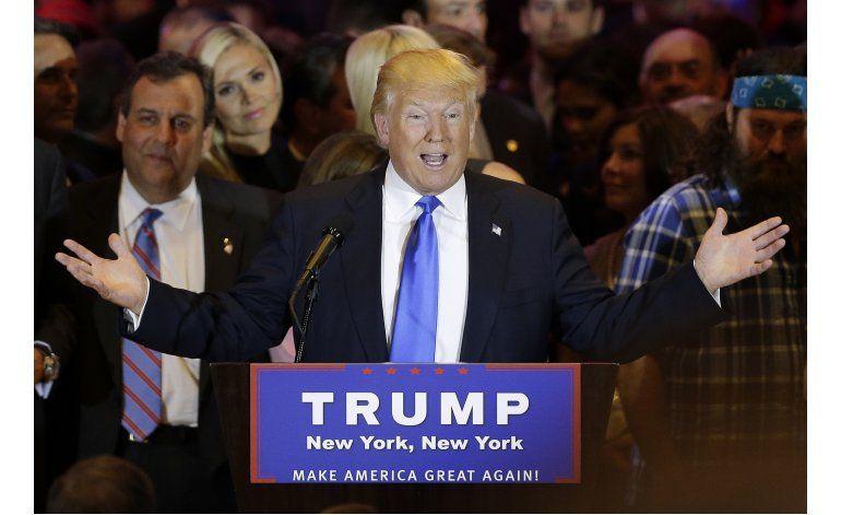 Trump: Clinton juega carta de mujer a diestro y siniestro