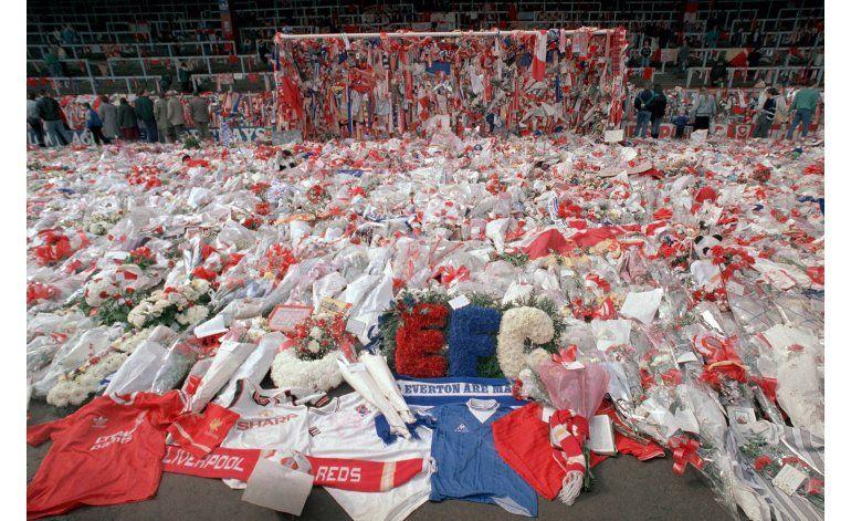 Liverpool recuerda la muerte de 96 hinchas en Hillsborough