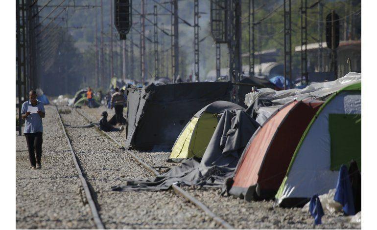 Grecia devuelve 12 migrantes a Turquía según acuerdo con UE