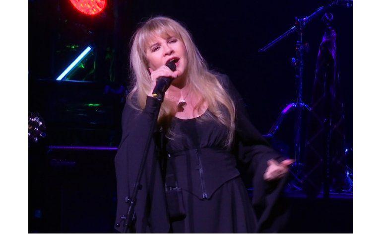 Stevie Nicks sorprende a público de School of Rock en NY