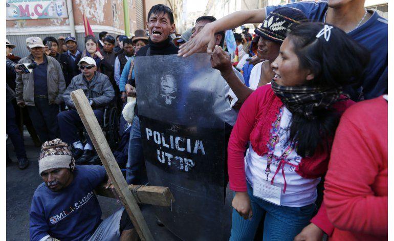 Dispersan con gases lacrimógenos a discapacitados en Bolivia