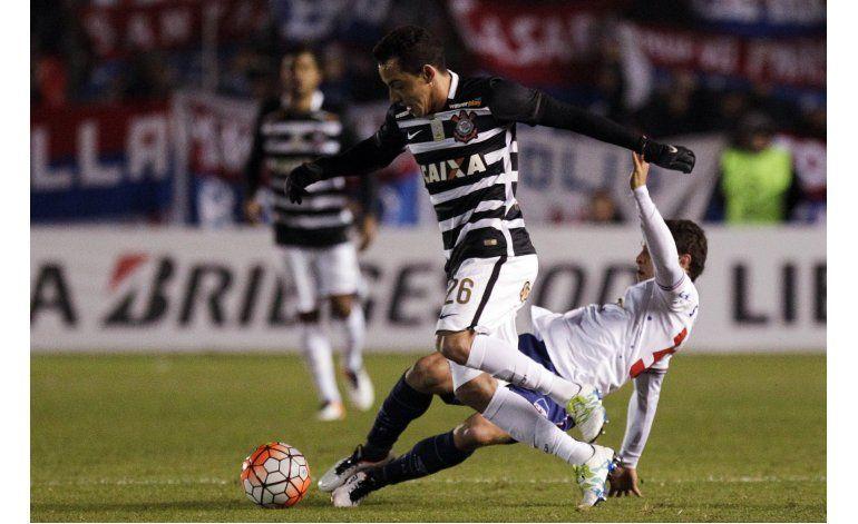 Nacional y Corinthians igualan 0-0 en la ida de los octavos