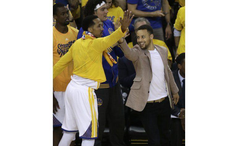 Warriors pasan a la segunda fase de los playoffs sin Curry