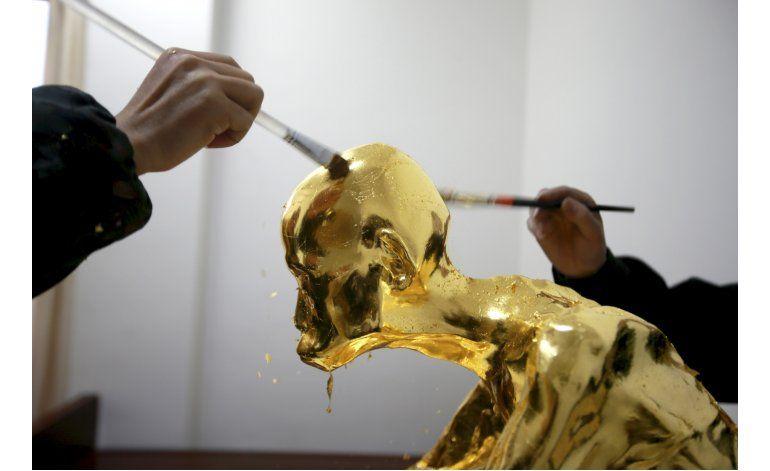 Venerado monje chino es momificado y cubierto en hoja de oro