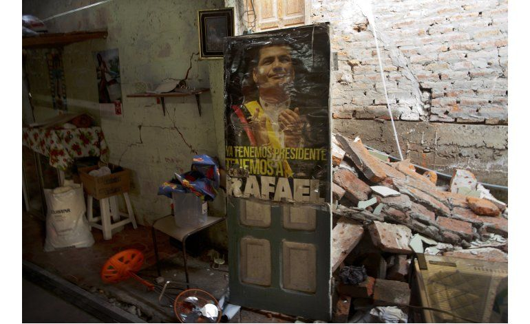 AP Fotos: objetos que reconstruyen las vidas antes del sismo