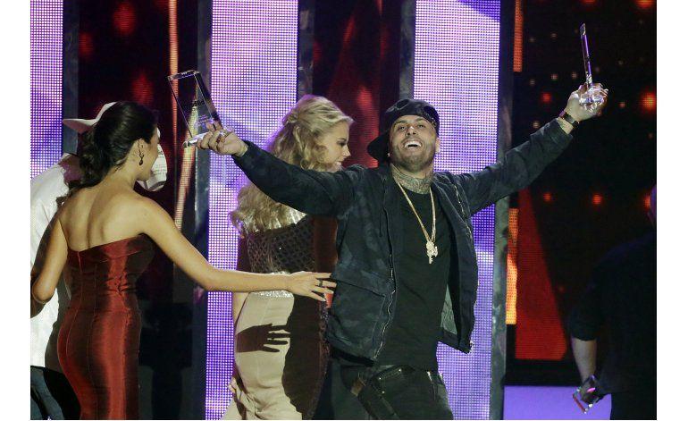 Nicky Jam y Enrique Iglesias triunfan en los Billboard