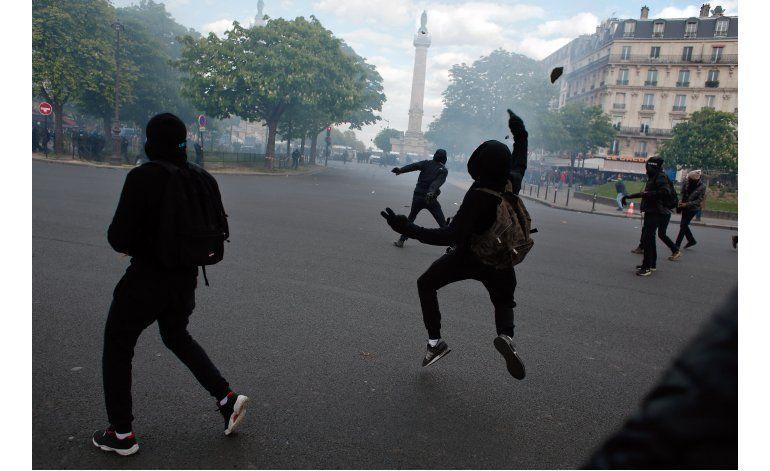 Políticos franceses condenan violencia en manifestaciones