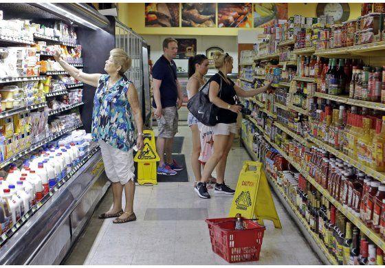 Gasto del consumidor en EEUU sube ligeramente en marzo