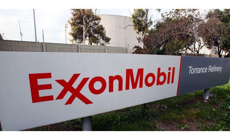 Bajan ganancias de Exxon por caída de precios del petróleo