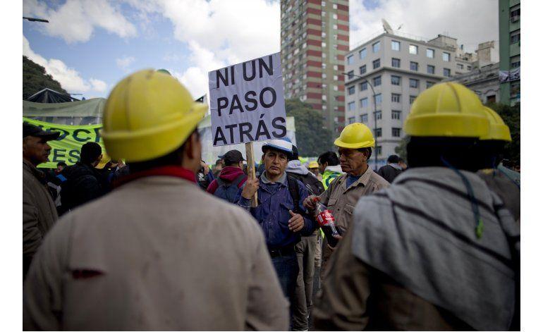 Argentina: Sindicatos desafían a Macri por su plan económico