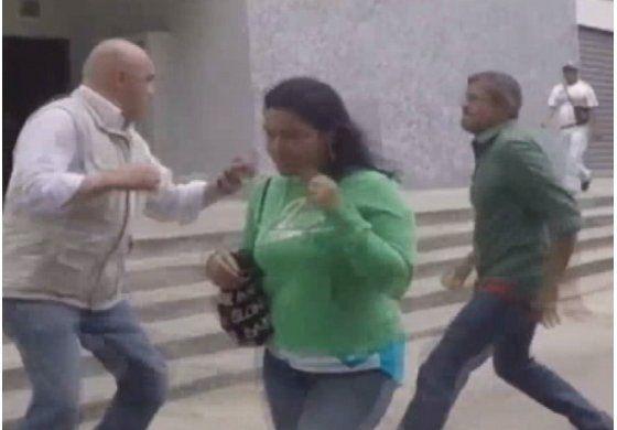 Colectivos emboscaron y agredieron a dirigente opositor en Caracas