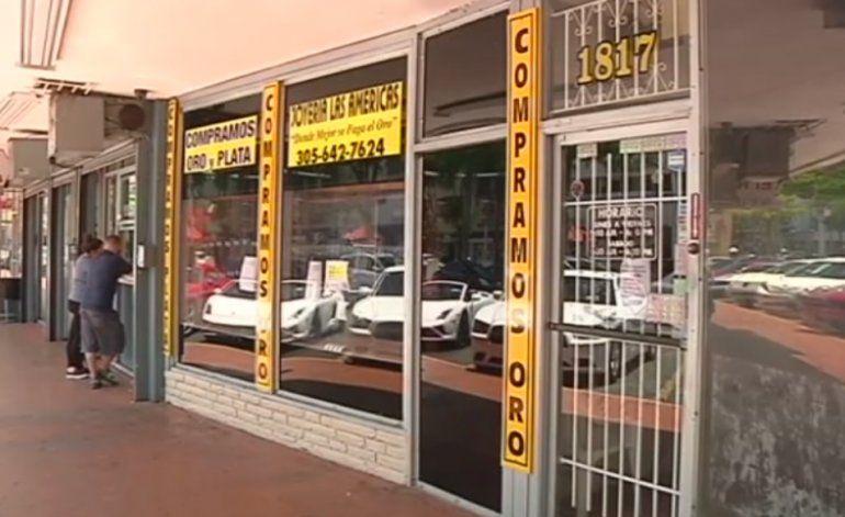 Dueños de negocios y residentes de la Pequeña Habana reaccionaron después que hombre armado asaltó joyería