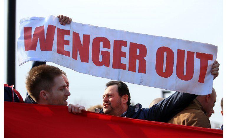 Arsenal gana en jornada de protestas contra Wenger