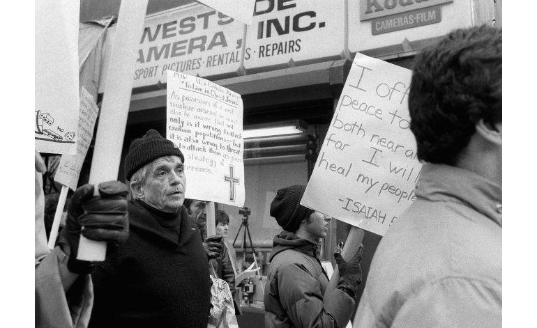 Sacerdote y activista Daniel Berrigan muere a los 94 años