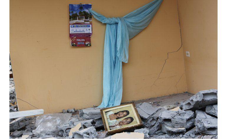 Ecuador: desmienten rescate de anciano tras terremoto