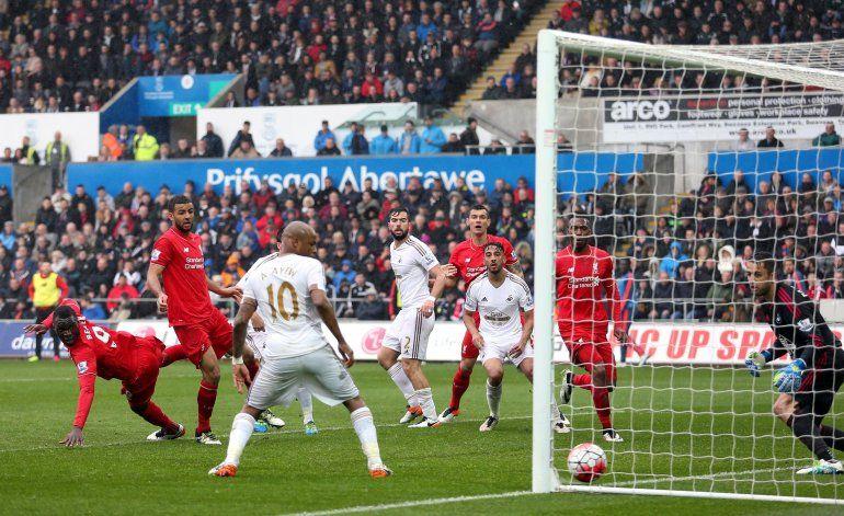 Leicester empata con el United y no logra amarrar el título