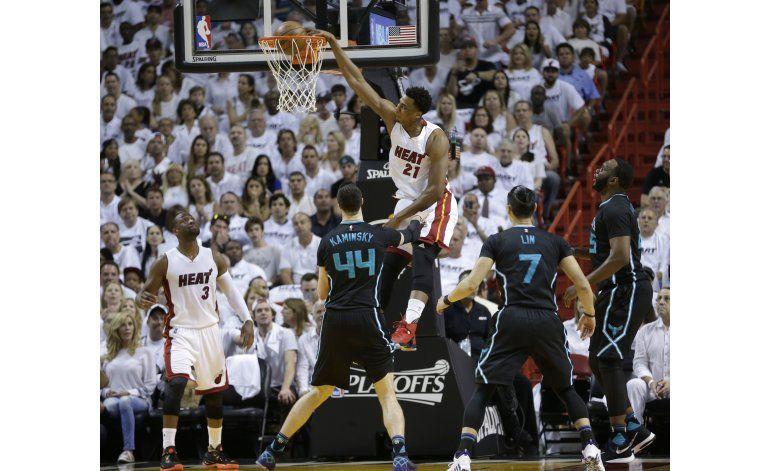 El Heat aplasta a Hornets y avanza a la segunda ronda