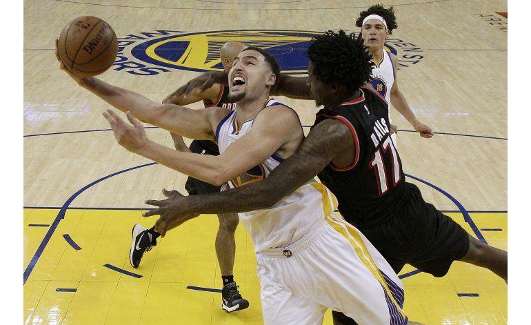 Warriors vapulean a Blazers en 1er partido de la serie