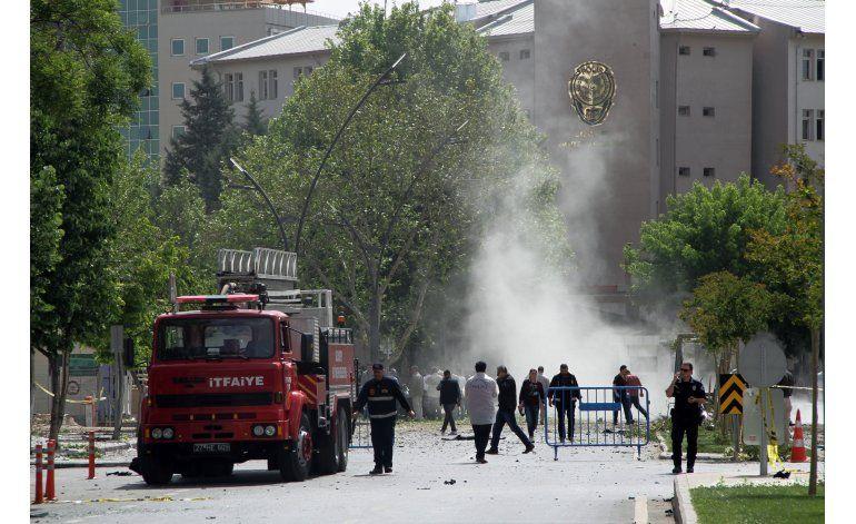 Turquía: Coche bomba deja dos muertos y 22 heridos