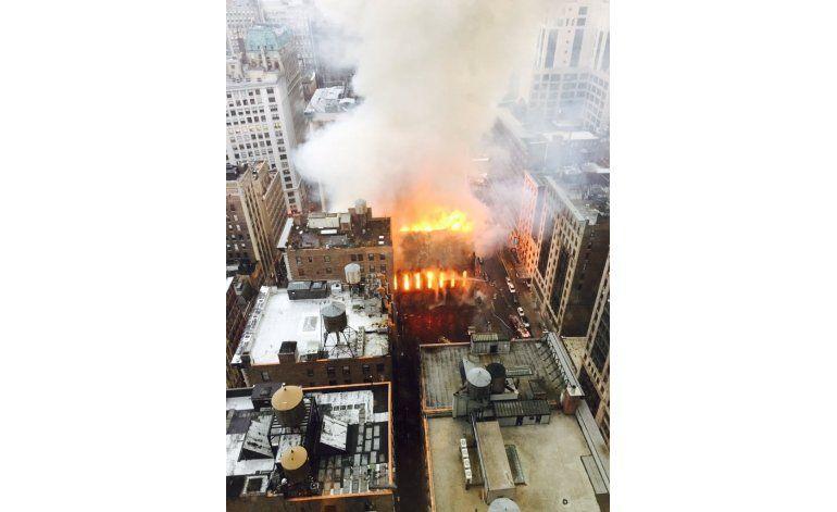 Un incendio destruye una iglesia histórica en Nueva York